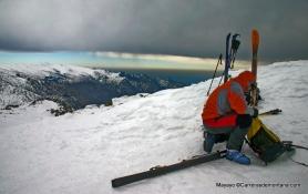 Esquí de Montaña: Bajando de la Maliciosa en día de ventisca.