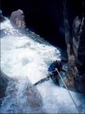 Descenso Barranco Gorgol en crecida, 1998. Foto: Mayayo
