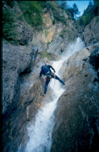 Descenso del Barranco de Rutaviesas. Año 1.996. Foto: Mayayo.