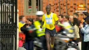 Francis Kikpro entra en el Retiro camino de la vicotira y el record. Foto: Teledeporte.