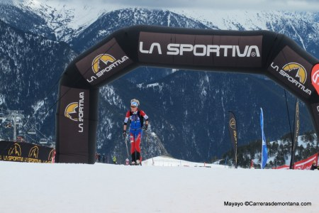 Skimo Europeo Andorra: Laetitia Roux llegando destacada a meta.