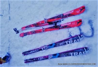 Los esquís de Mireia Miró y Marta Gª Farrés en la salida de hoy