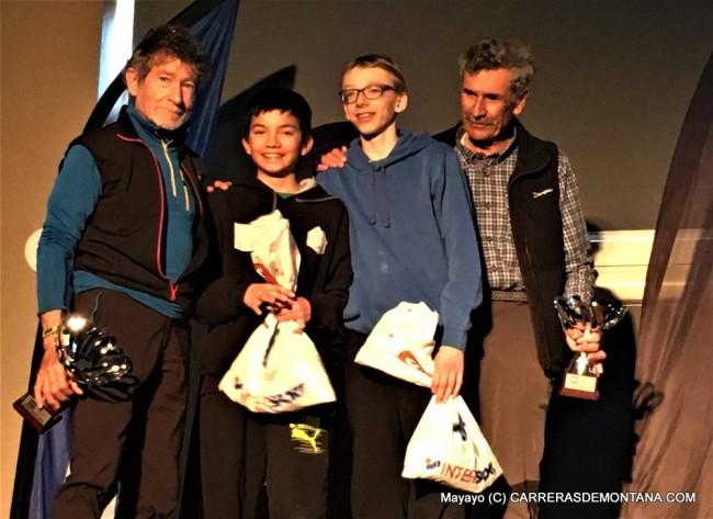 Los más veteranos comparten premio con los más jovenes. Foto: Mayayo