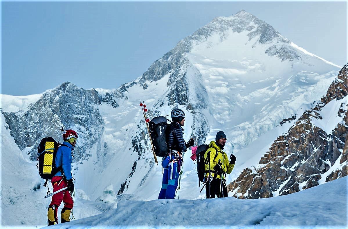 """Iñurrategui, Vallejo y Zabalza hacen balance expedición Wopeak travesía Gasherbrum GI-GII. """"La vida es la cumbre más importante"""""""