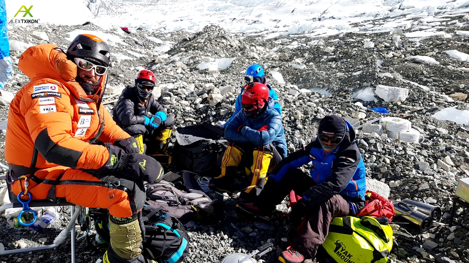 Everest Invernal: La expedición Alex Txikon ya en campo 2 a 6.500m. Video, crónica y fotos.