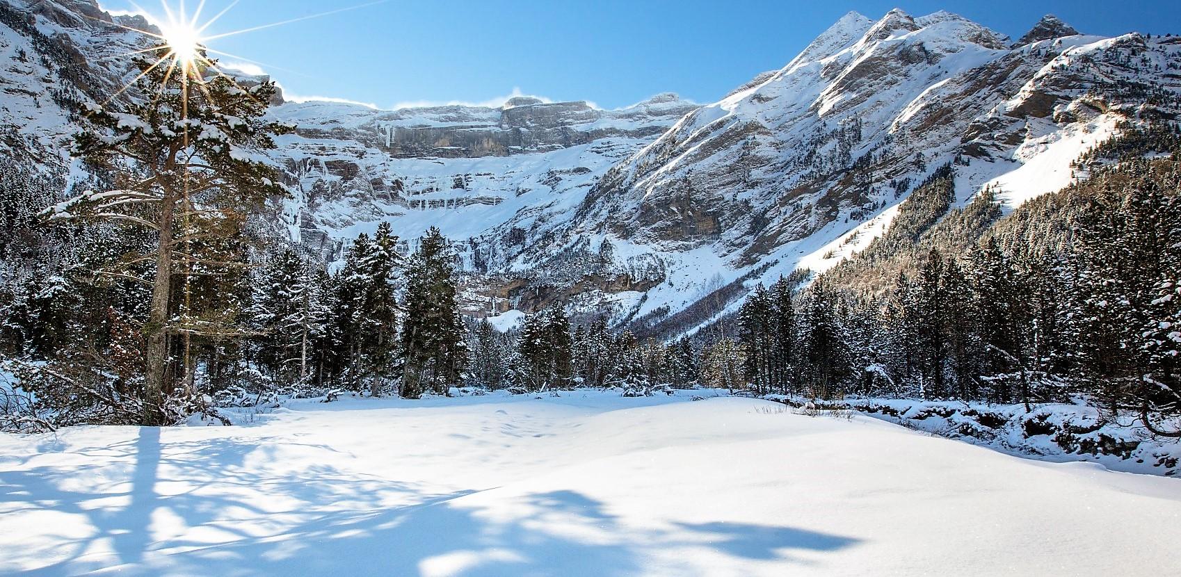 Gavarnie-Gedre estación esquí Francia:  Esquí alpino, esquí nórdico, raquetas de nieve y skimo en grandes paisajes de Pirineos