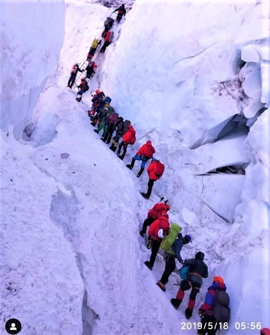 MASIFICACIÓN MONTAÑAS: Nuevas reglas gobierno Nepal para Everest. Cima 6.500 previa, Pago 32.000€  y más…