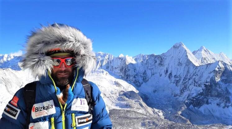 ALEX TXIKON LLEGA AL C2 EN AMADABLAM. Ascensión previa al asalto Everest Invernal sin oxígeno.