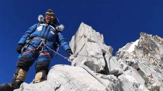 Alex txikon sherpa amadablam fixing route C1C2
