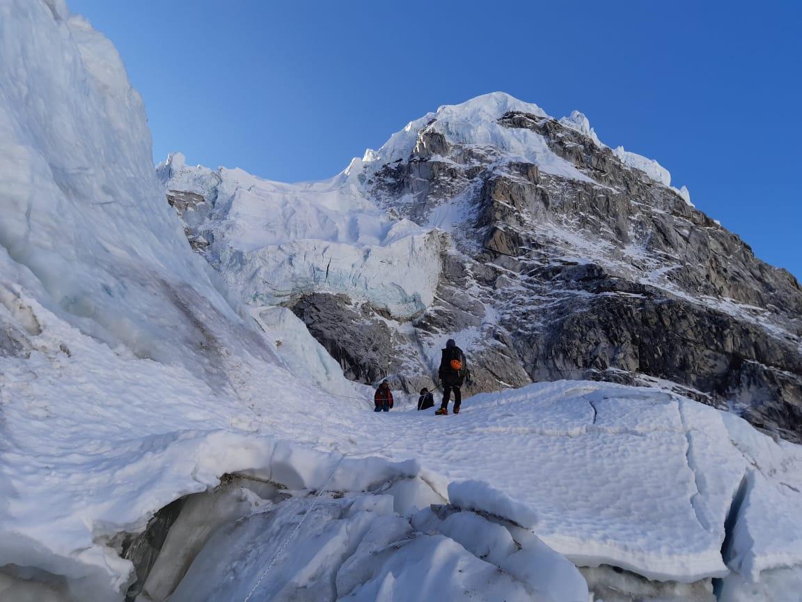 ALEX TXIKON: Momentos críticos para la expedición a 24 horas del asalto final al Everest